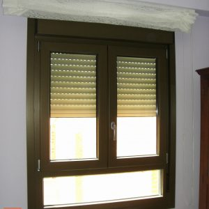Ventana doble hoja color blonce en Albacete
