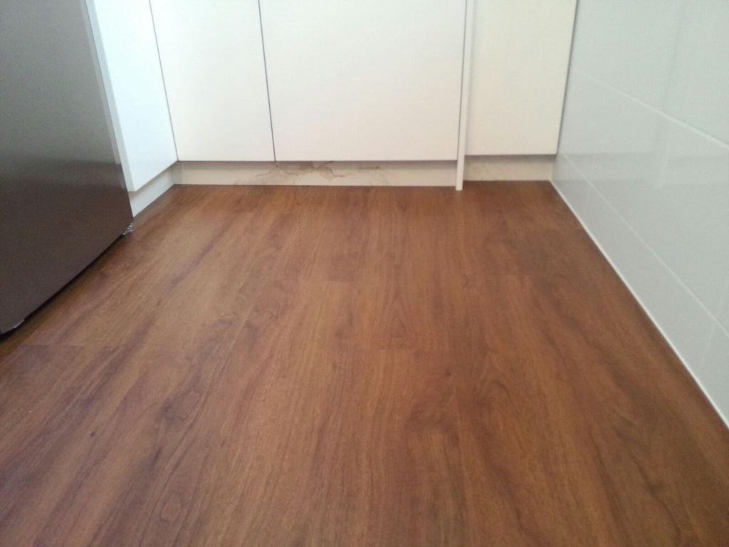 Suelos vinilo baratos gallery of suelos imitacin madera for Suelo vinilo adhesivo barato